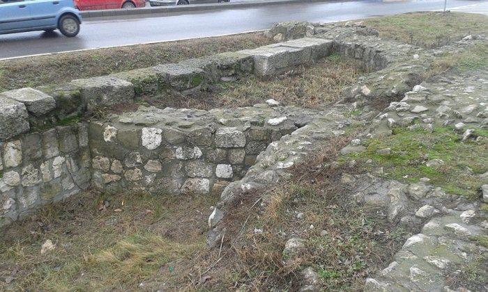 Ruinele bazilicii în care cel mai probabil Bretanion s-a retras pentru a face Liturghia