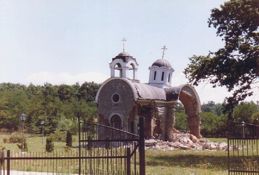 desecrated-church-in-kosovo